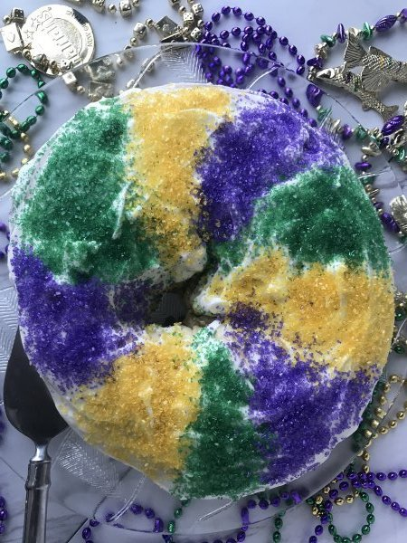 Top view of a king cake on a glass plate