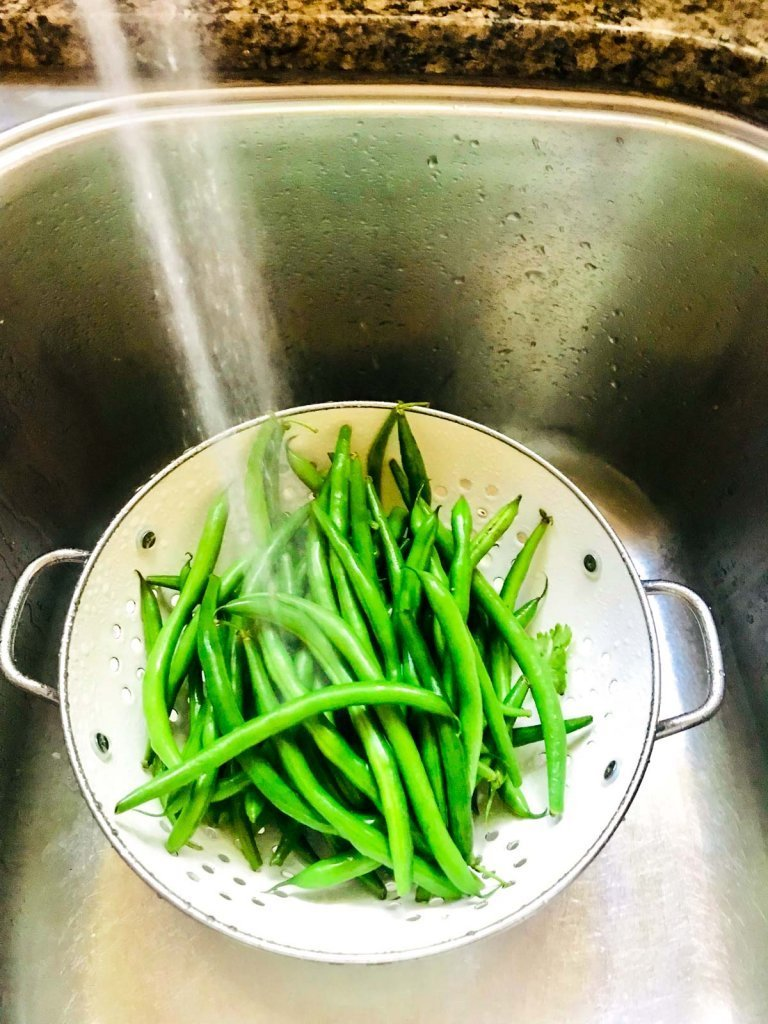 Easy Garlic Green Beans rinse before using